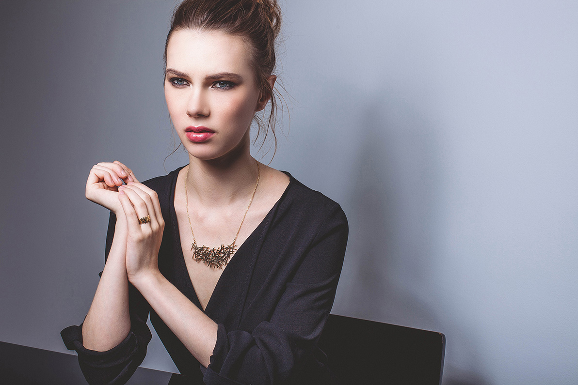 Lines Necklace Born from 3d particles